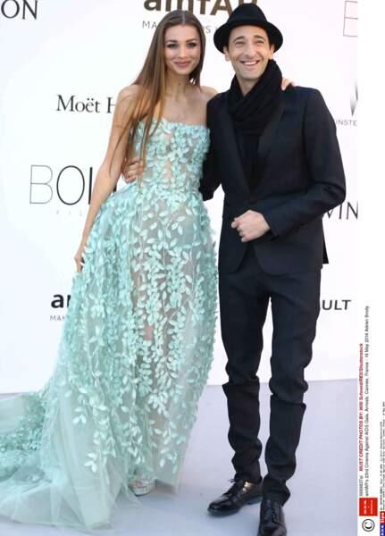 Adrien Brody, très bien accompagné