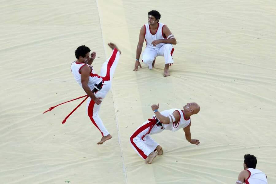 Hop, une petite démonstration de capoeira, art martial orginiaire du Brésil.