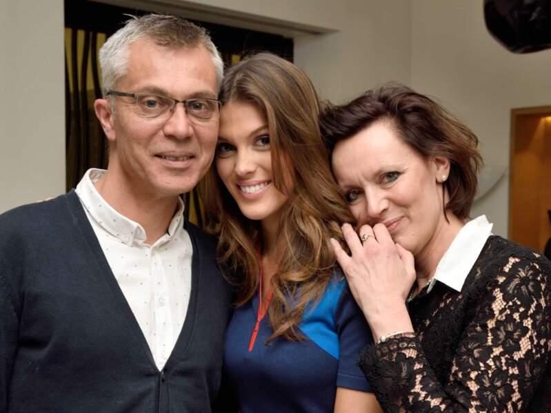 De retour en France, ses parents sont venus la féliciter et partager sa joie, à l'Hôtel Marignan à Paris