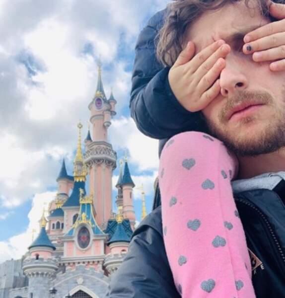 Baptiste Lecaplain a emmené sa fille chez Mickey.