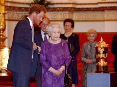La reine Elisabeth II reçoit les joueurs stars de la Coupe du monde de rugby