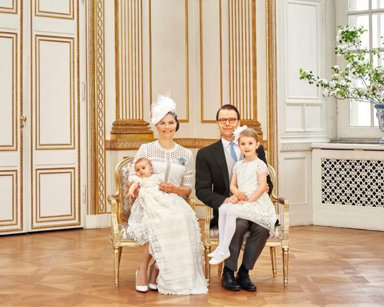 Le 27 mai, Oscar est baptisé et s'offre un nouveau portrait officiel, familial cette fois !