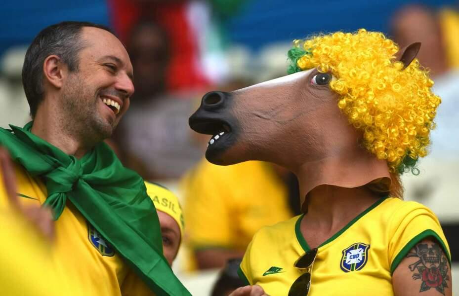 Aller avec ses potes au stade, c'est has been. Aujourd'hui, il faut y aller avec son cheval. C'est noté ?