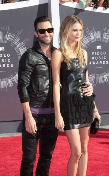 Adam Levine et son épouse Behati Prinsloo (qui fait un peu la tête...)