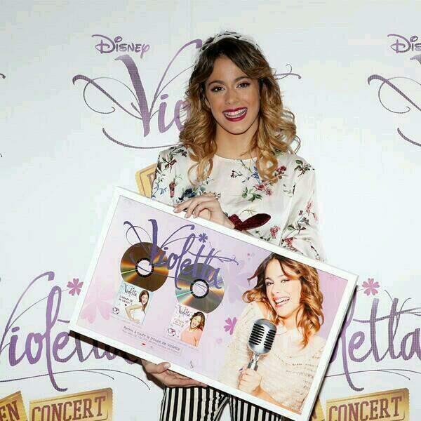 Lors de sa venue, Violetta été récompensée d'un disque d'or