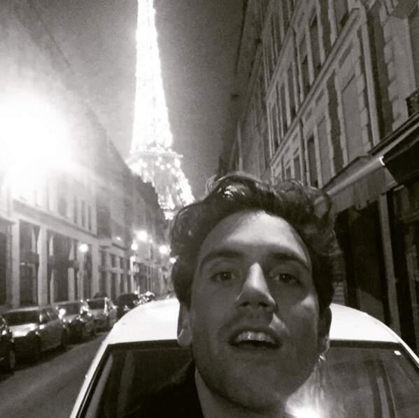 Avant de retrouver son fauteuil rouge dans The Voice, petit passage par la Tour Eiffel