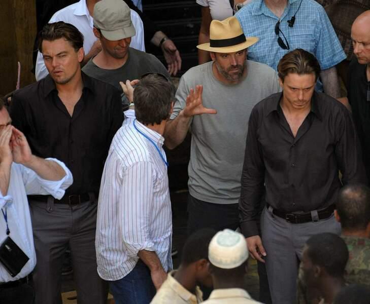 Cheveux brossés, petit bouc et poils de torse, on y est presque pour Leonardo DiCaprio et sa doublure