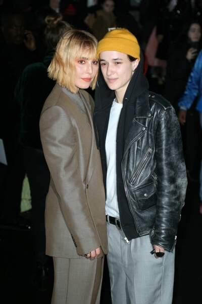 Noomi Rapace et Agathe Mougin à l'entrée du défilé Dior Homme