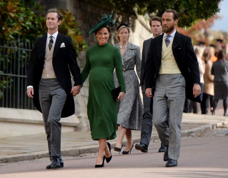 Très arrondi au mariage de la princesse Eugenie, Pippa accoucha 3 jours plus tard. Avec son mari James Mattews...