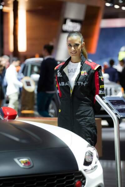 La très jolie hôtesse de Ferrari