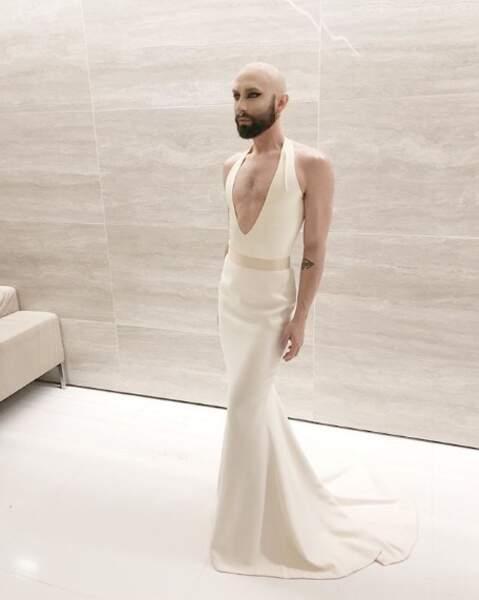 Conchita Wurst sans sa perruque, ça donne ça.