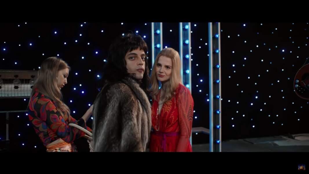 Freddie Mercury et son grand amour Mary Austin interprétée par l'actrice Lucy Boynton