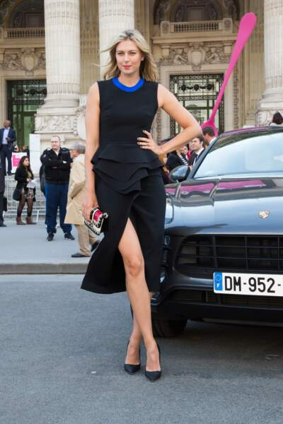 Maria, ambassadrice de charme pour Porsche... La jeune femme sait parler aux hommes