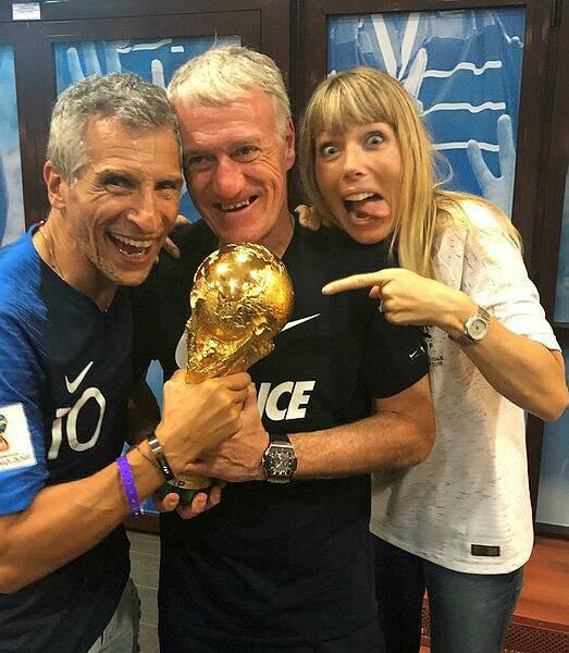 Et a eu le privilège avec sa femme de toucher la coupe du monde !
