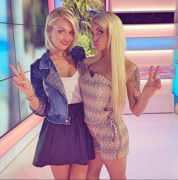 Caroline Receveur et Aurélie Dotremont sont bien court vêtues pour un mois de janvier, non ?