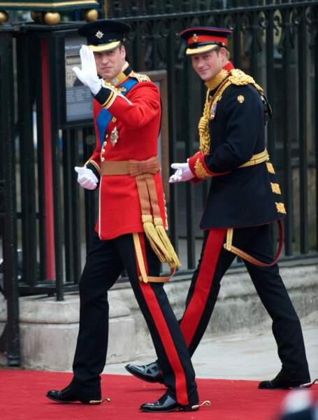 Le 29 avril 2011, William, futur marié, arrive à l'Abbaye de Westminster en compagnie de son frère Harry