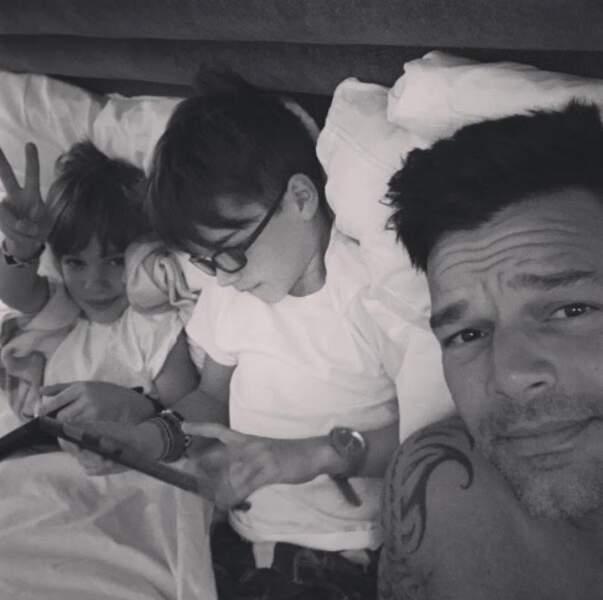Ricky Martin nous offre un beau selfie avec ses enfants à Las Vegas. Trop mignon !