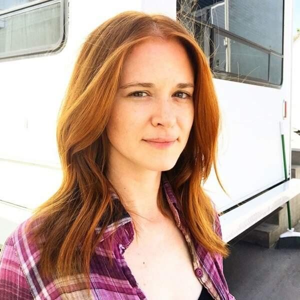 Pour son dernier épisode de Grey's Anatomy, Sarah Drew s'est faite une belle coloration. Des cheveux flamboyants