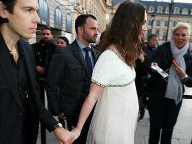 Keira Knightley enceinte, Lily-Rose Depp et Vanessa Paradis complices à la soirée Chanel