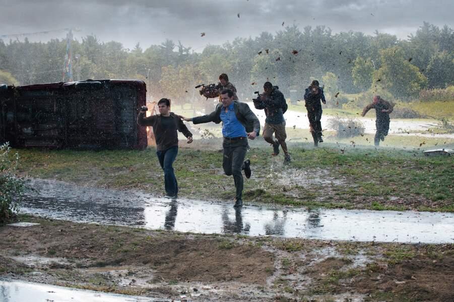 Les rescapés de Black Storm (2014) essayent de trouver un refuge.