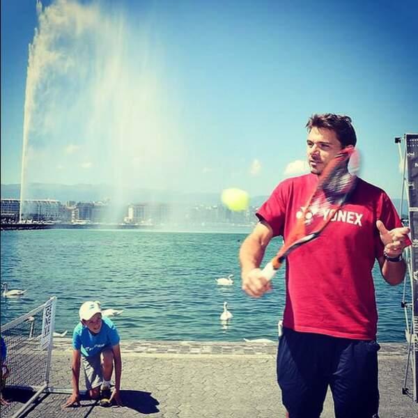 Stanislas Wawrinka envoie des balles dans le lac de Genève