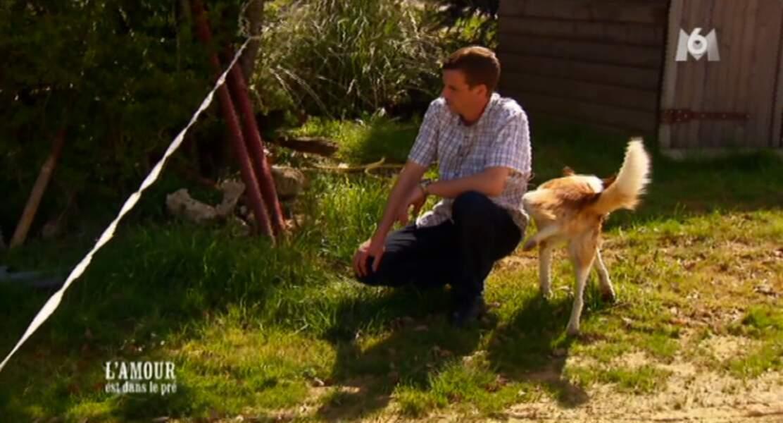D'ailleurs, Aurélien était tellement concentré qu'il n'a pas vu qu'un chien lui faisait pipi dessus