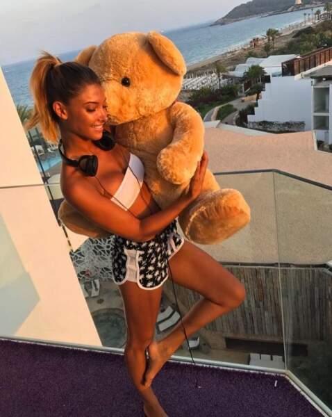 Après un week-end détente, Mélanie Dedigama fait ses adieux à son hôtel