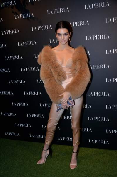 Lors de l'ouverture du showroom La Perla à Milan, Kendall Jenner ne portait presque rien