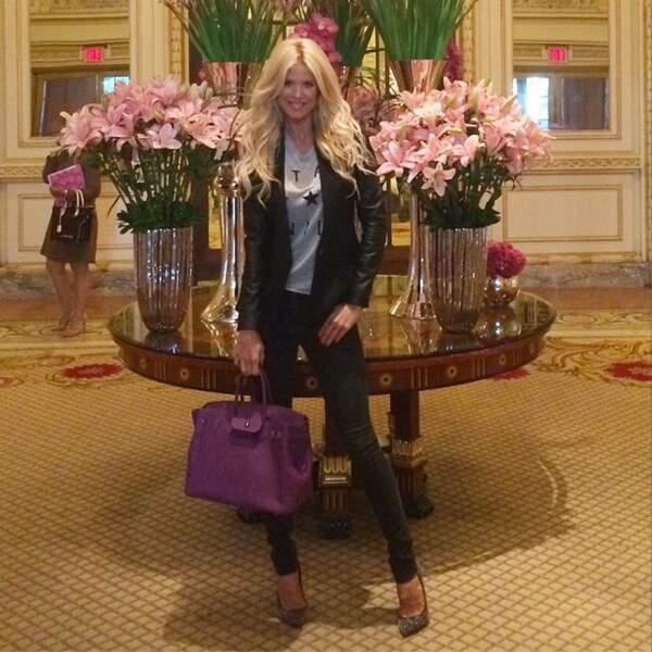 Ah non, elle est aussi dans les halls de grands hôtels. C'est dur la vie de stars...