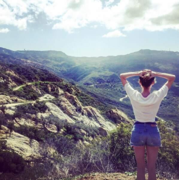 Comme tout le monde, l'actrice s'ébahit devant des paysages magnifiques