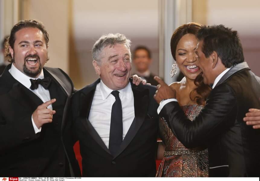 Aux côtés du réalisateur Jonahan Jakubowicz et de sa femme Grace Hightower, Robert ne cache pas sa joie d'être là !