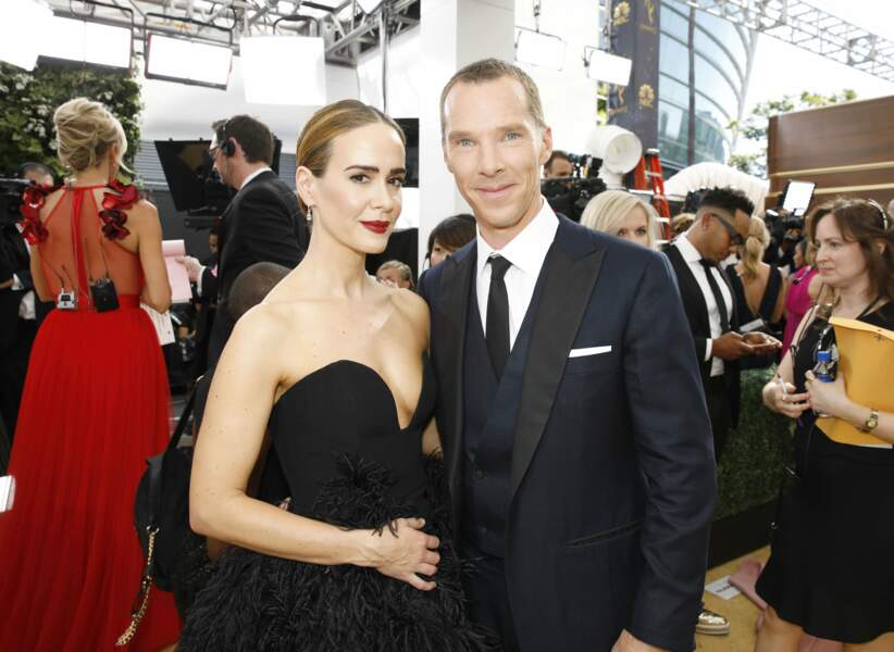 Benedict Cumberbatch a misé sur la cravate, et non sur le noeud papillon, aux côtés de la belle Sarah Paulson