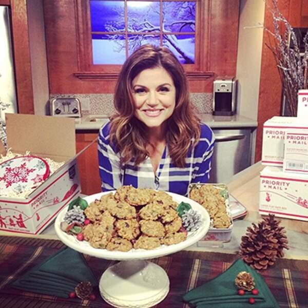 Tiffani Thiessen est tellement parfaite qu'elle sourit à la vie, elle sourit aux cookies