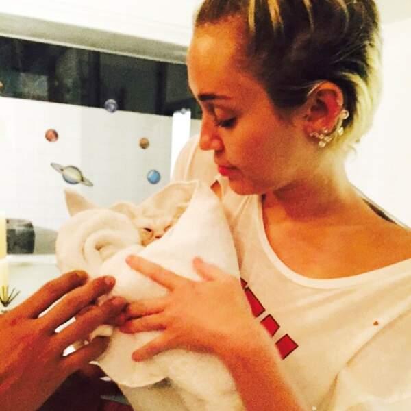 Miley Cyrus s'est aussi occupée d'animaux.