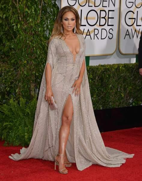 La bomba latina Jennifer Lopez, sexy en diable