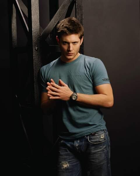 Jensen Ackles a 27 ans lorsqu'il fait la promotion de la première saison de Supernatural