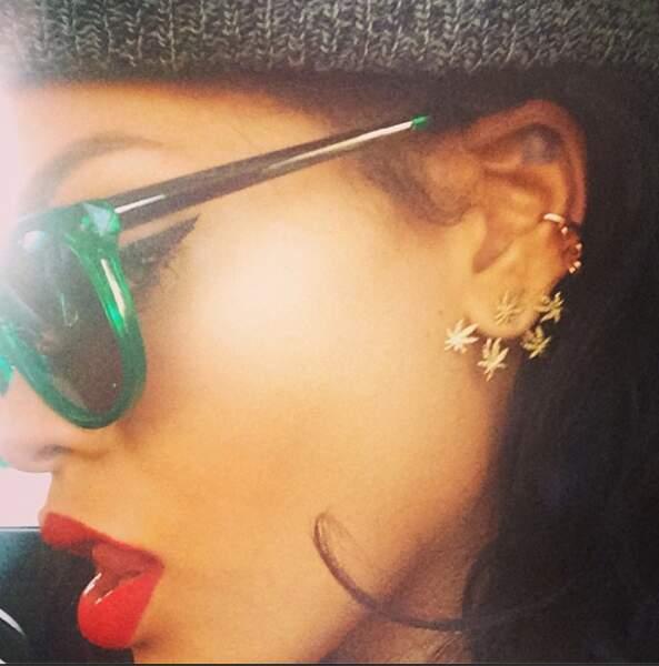 Rihanna, de profil, nous dévoile son sens du look !