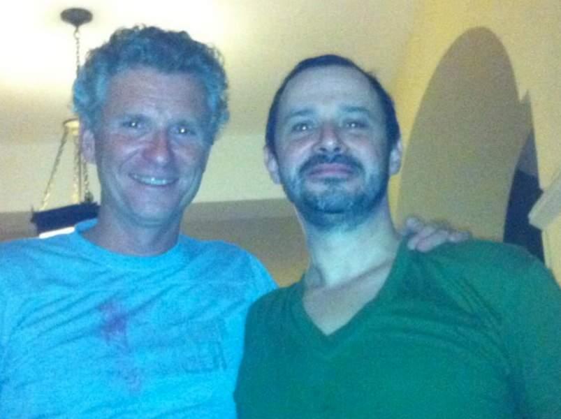 Denis Brogniart et son producteur aux couleurs des Power Rangers !