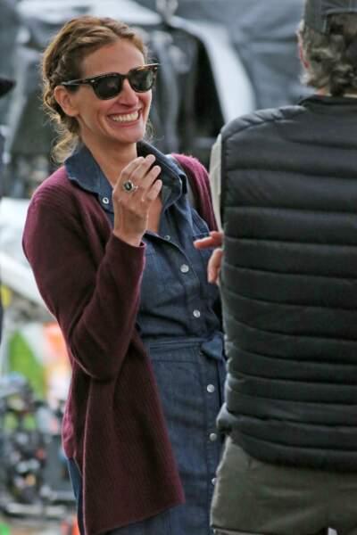 Ce qui a l'air de faire hurler de rire la jolie Julia Roberts