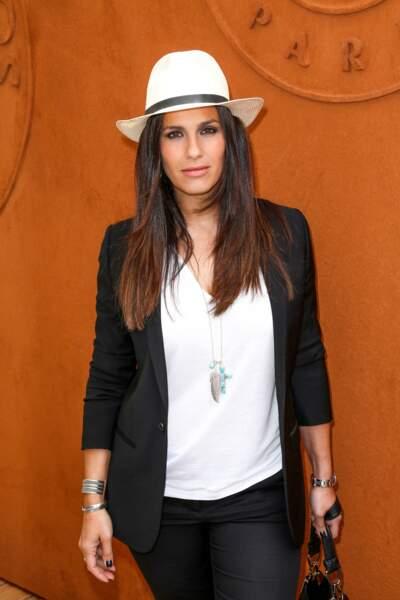 Panama et tenue chic, Elisa Tovati respecte le dress code de Roland-Garros