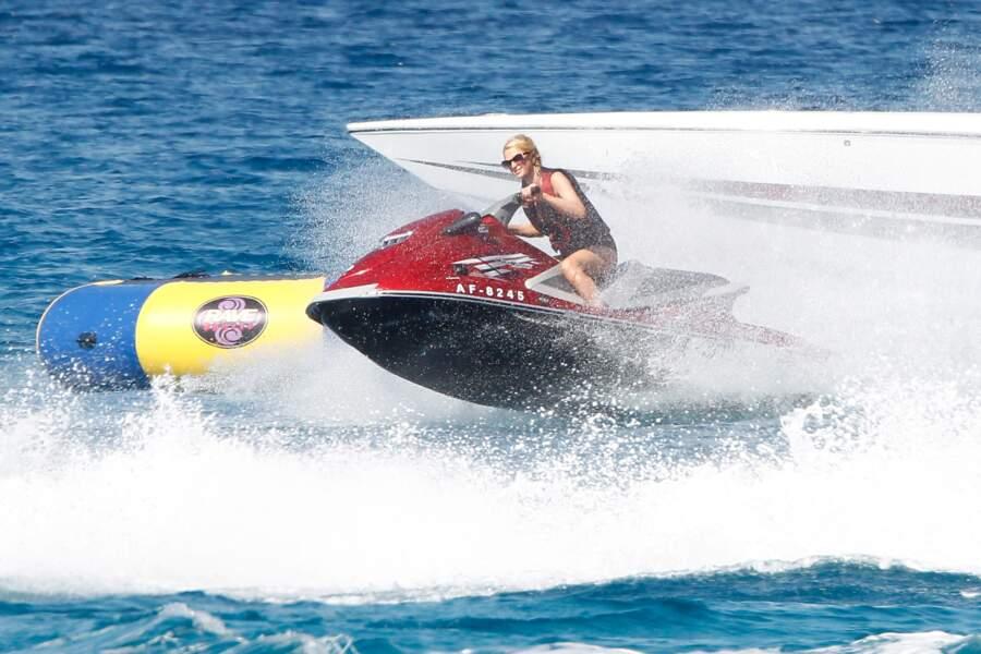 Jet-ski pour Paris Hilton à Formentera.