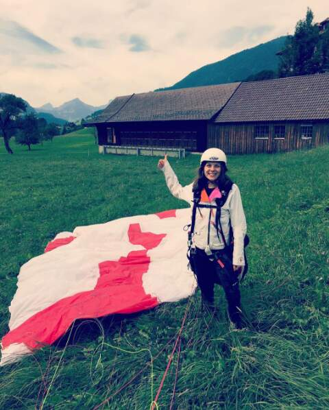 Fière de sa première session de parapente ! C'est quand même sympa la Suisse !
