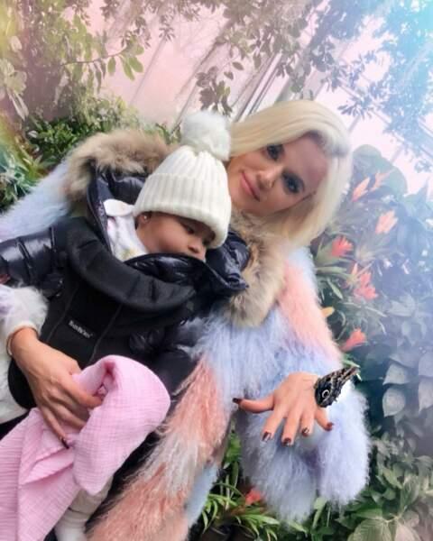 Khloé, la cadette du clan Kardashian, a accouché de son premier enfant, True