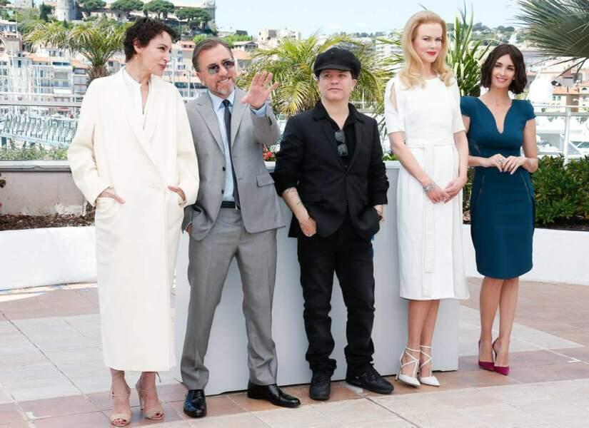 Nicole Kidman et Tim Roth entourés d'une partie de l'équipe de Grace de Monaco.