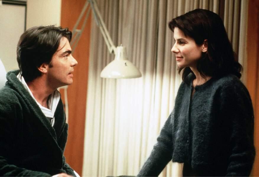 Entre un homme (Bill Pulman) dans le coma et son frère (Peter Galagher, à gauche), qui choisira-t-elle ?