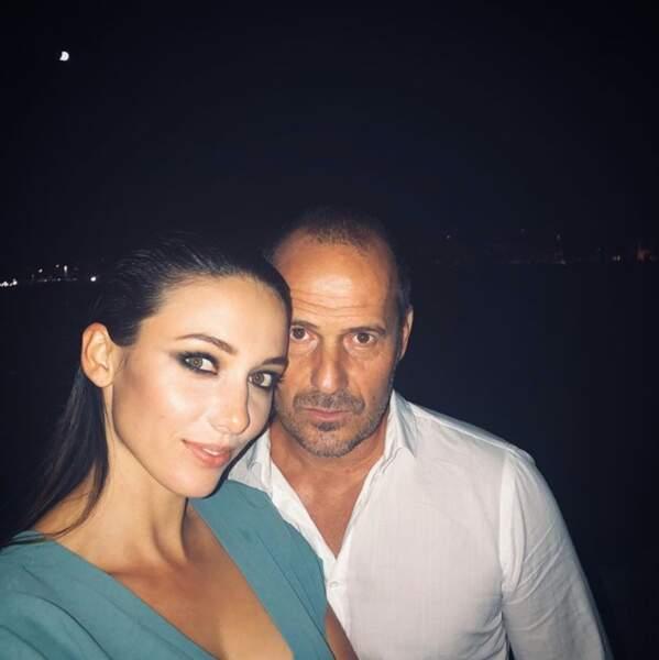 Selfie en amoureux dans la nuit pour Delphine Wespiser et son Roger.