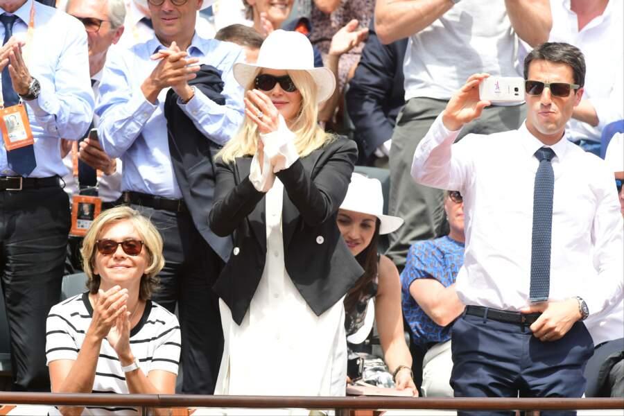 Dans une robe blanche Louis Vuitton, Nicole Kidman a suivi avec attention les échanges
