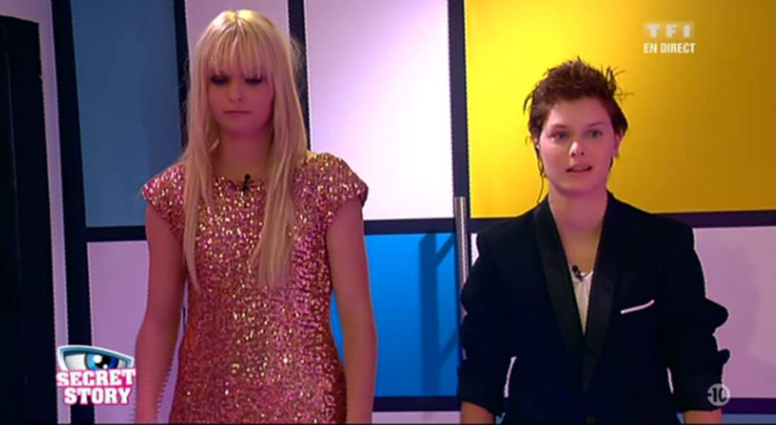 """La Voix : """"Morgane tu rentres, Sabrina tu sors."""" Non, c'est l'inverse. Même la Voix mélange les deux jumelles."""