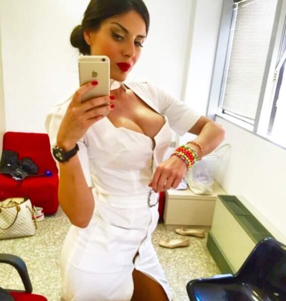 Sur Instagram, la Milanaise se met en scène de façon très sexy...