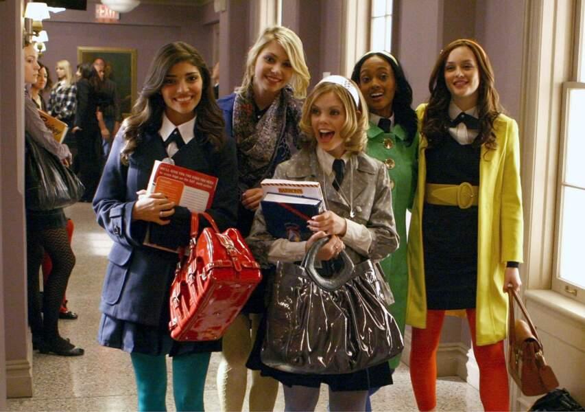 En mode color-block au collège ! Remarquez le regard médusé des filles derrières... Preuve que vous êtes bien looké